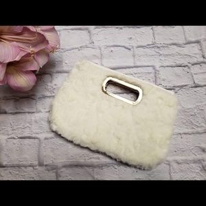 Cute Vintage White Furry Clutch